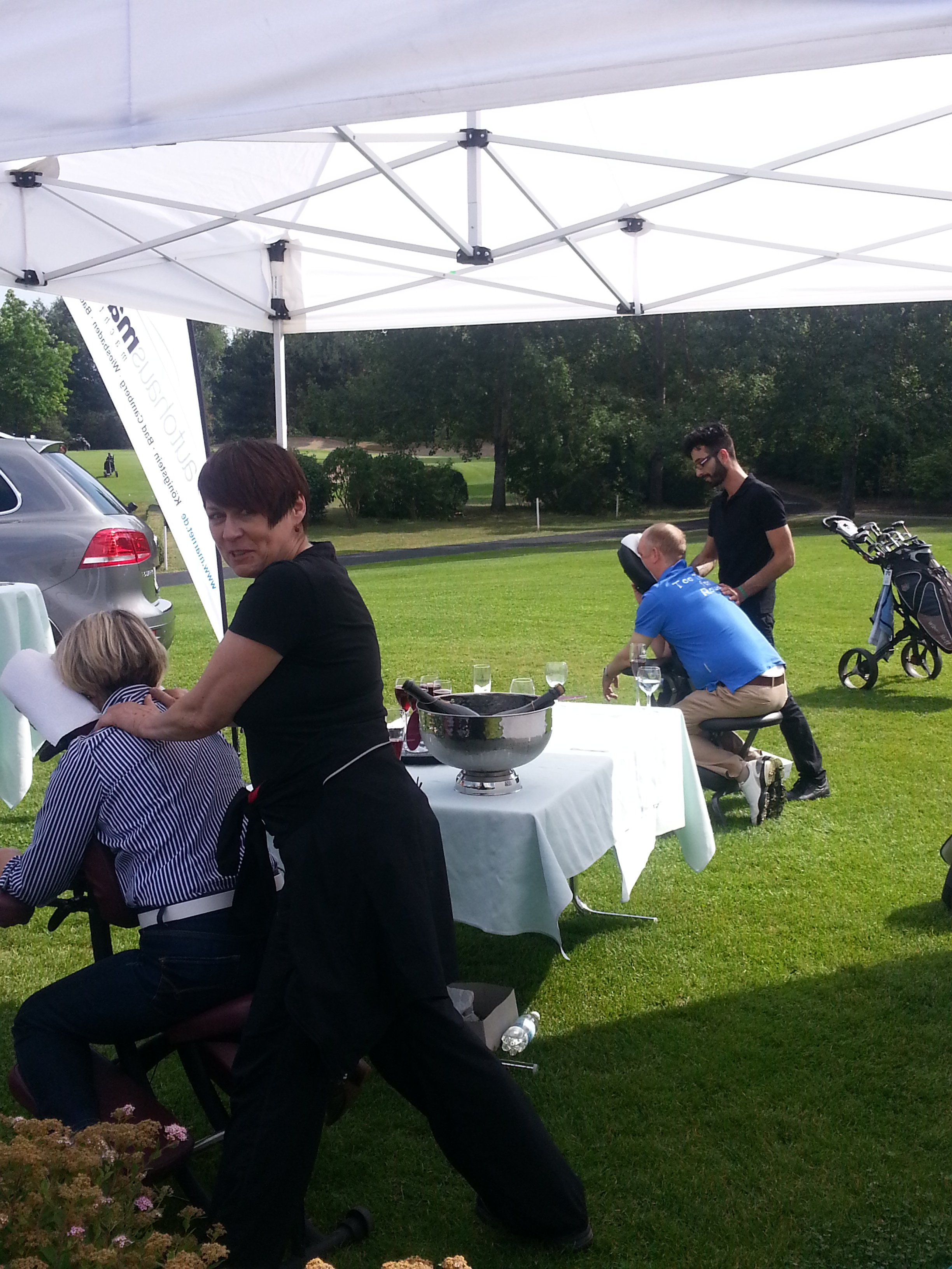 Mobile Massage beim Golfturnier