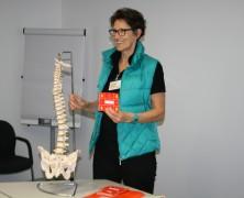 Rückenschmerzen – Massage im Büro/moving im Büro